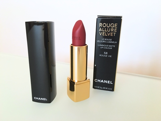 Chanel Le Rouge Allure Velvet 3