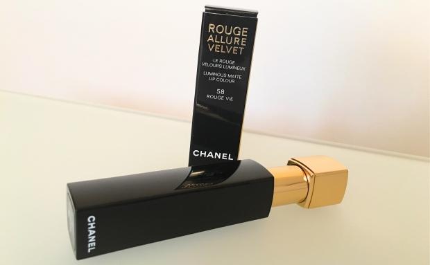 Chanel Le Rouge Rouge Allure Velvet.JPG